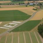 Sicht auf Clarsbach: im Hintergrund die 220-kV-Leitung von Raitersaich nach Ludersheim, die zukünftig auf 380 kV verstärkt werden soll.